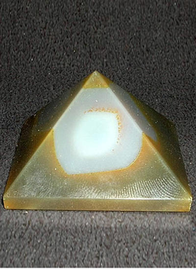 38 mm Fancy Agate Pyramid Image