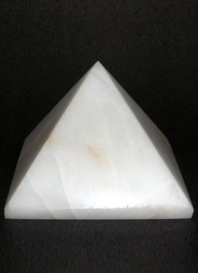 60 mm White Agate Pyramid Image