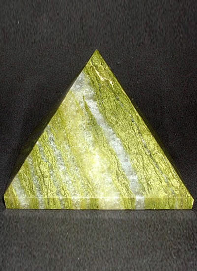 60 mm Green Agate Pyramid Image
