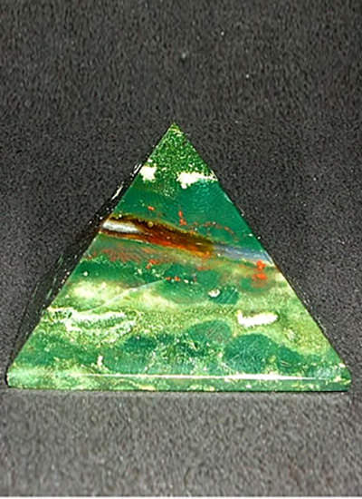 38 mm Bloodstone Pyramid Image
